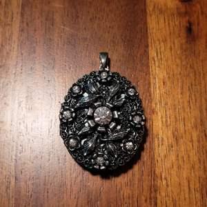 Lot # 484 Beautiful Vintage Locket
