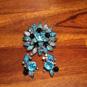 Lot # 494 Vintage Brooch w/ Matching Clip On Earrings