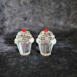 Lot # 500 Simon Designs Crystal Cupcake Paperweights