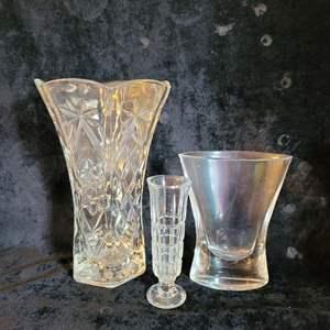 Lot # 552 (3) Glass Vases