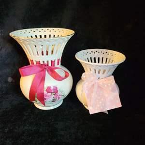 Lot # 553 (2) Vases