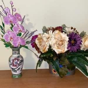 Lot # 622 Beautiful Floral Decor