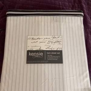 Lot # 676 Kensie Home Twin Sheet Set