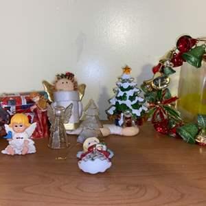 Lot # 695 Holiday Knickknacks & Ornaments
