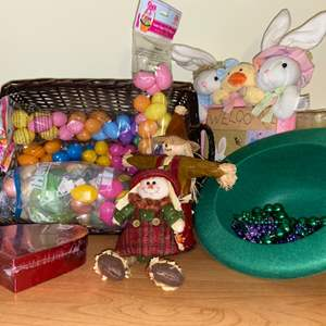 Lot # 739 Fall, Easter & Other Decor