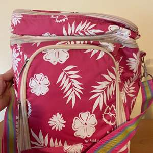 """Lot # 743 12"""" Pink Insulated Cooler/ Lunch Box"""