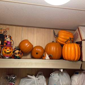 Lot # 834 Halloween Decor - Pumpkins