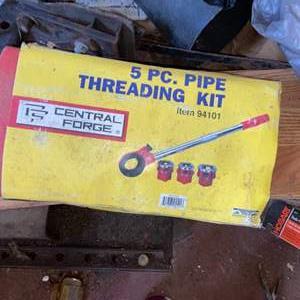 Lot # 905 5 PC Pipe Threading Kit