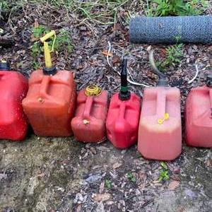Lot # 913 (6) Gas Cans