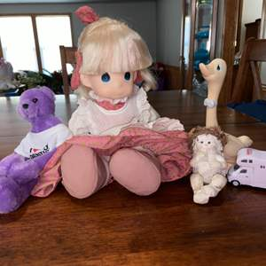 Lot # 942 Dolls & Figurines