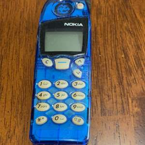 Lot # 980 Old Nokia Phone