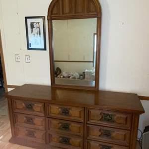 Lot # 1005 Bassett Furniture Dresser w/ Mirror