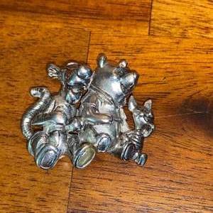 Lot # 1017 Disney Winnie the Pooh Pin