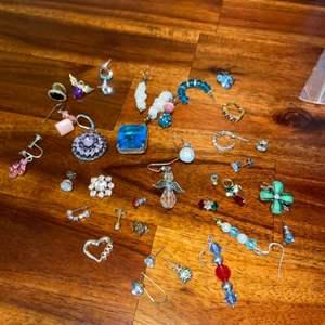 Lot # 1019 Misc Jewelry (single earrings)