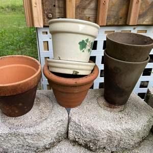 Lot # 1048 (5) Flower Pots