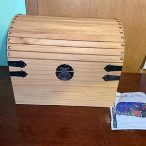 Lot # 1077 Medium Crafting Box