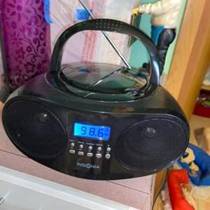 Lot # 1122 Insignia Radio/ CD Player