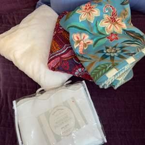 Lot # 1133 King Size Pillow Shams