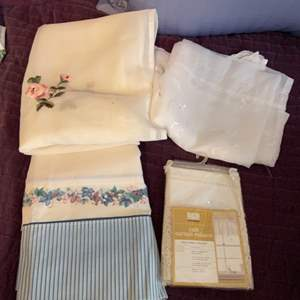 Lot # 1134 Misc Curtains