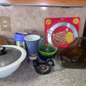 Lot # 1153 Assortment of Kitchen Items