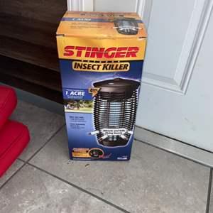 Lot # 1170 Outdoor Stinger Bug Zapper