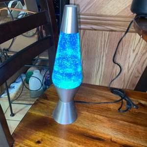 Lot # 1171 Amazing Lava Lamp - Works Great!