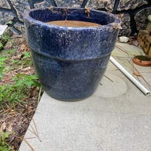 Lot # 1177 Large Flower Pot