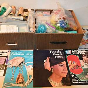Lot # 28 Jewelry making kit: beads, string, manuals, misc...