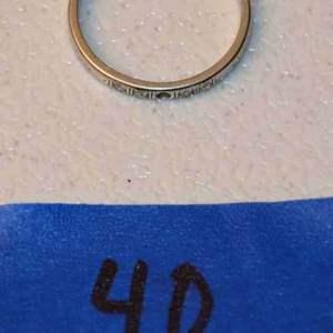 Lot # 40 18kt white gold & diamonds size 7 ring 1.9g