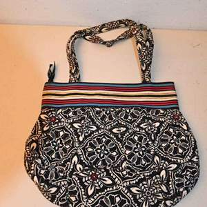 """Lot # 62 VERA BRADLEY """"Barcelona"""" pattern shoulder bag"""