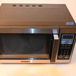 Lot # 65 DAEWOO KOR-9G5ES 900 watt microwave