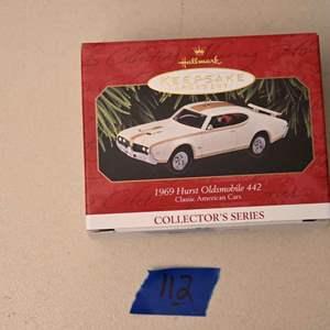 Lot # 112 Hallmark Keepsakes 1969 Hurst Oldsmobile 442 Christmas ornament *NEW*