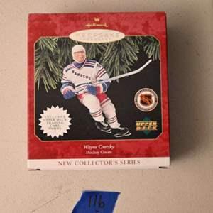 Lot # 116 Hallmark Keepsakes WAYNE GRETZKY Christmas ornament & card *NEW*