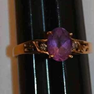 Lot # 143 10K yellow gold amethyst & diamond size 7 ring 1.8g