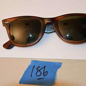 Lot # 186 Vintage RAYBAN WAYFARER sunglasses