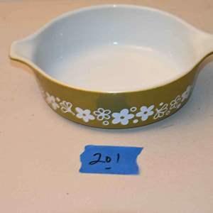 Lot # 201 PYREX #471 casserole dish no lid