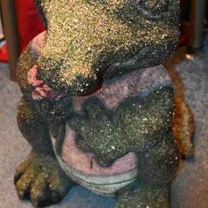 Lot # 218 GATOR WITH ROSE sandstone solid yard statue
