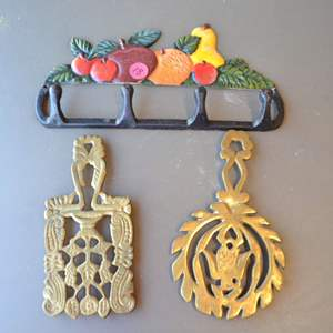 Lot # 18 TWO TRIVETS & FRUIT DECOR WITH HOOKS