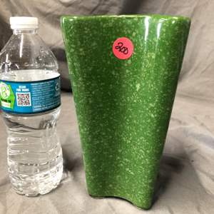 Lot # 200 GREEN SPECKLED VASE GREAT CONDITION
