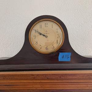 Lot # 116 Electric Wood Mantle Clock