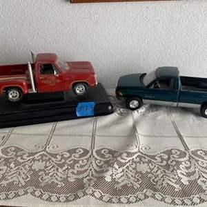 Lot # 117 Lot of 2 1/18th Scale Model Trucks