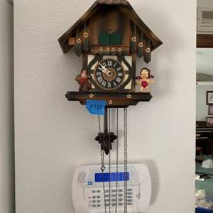 Lot # 121 Vintage Coo-coo Clock