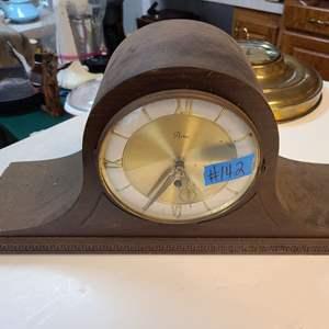 Lot # 142 Vintage Artco Mantle Clock