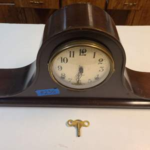 Lot # 235 Sessions 8-Day Mantle Clock