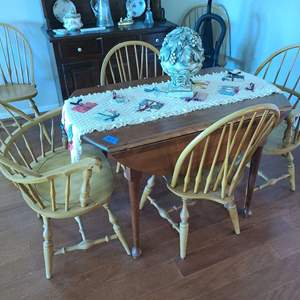 Lot # 3 Expandable Round Dining Table W/ 6 Chairs