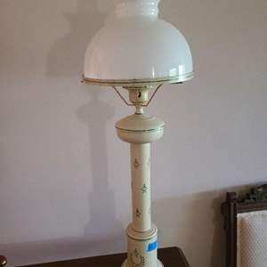 Lot # 17 Old Fashion Looking Table Lamp