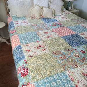 Lot # 69 Full Size Blanket With Accent Pillows