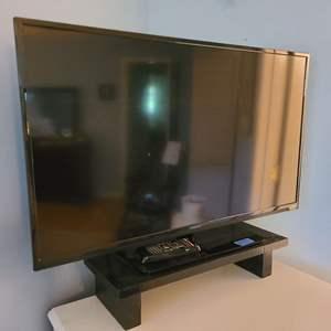 "Lot # 77 VIZIO 32"" Flat Screen TV"