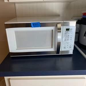 Lot # 100 Hamilton Beach Microwave