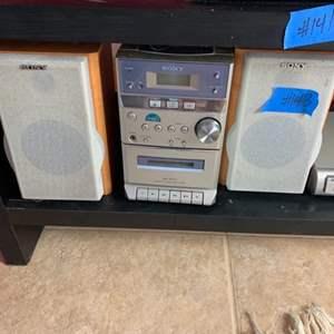 Lot # 143 Sony Stero W/ Speakers